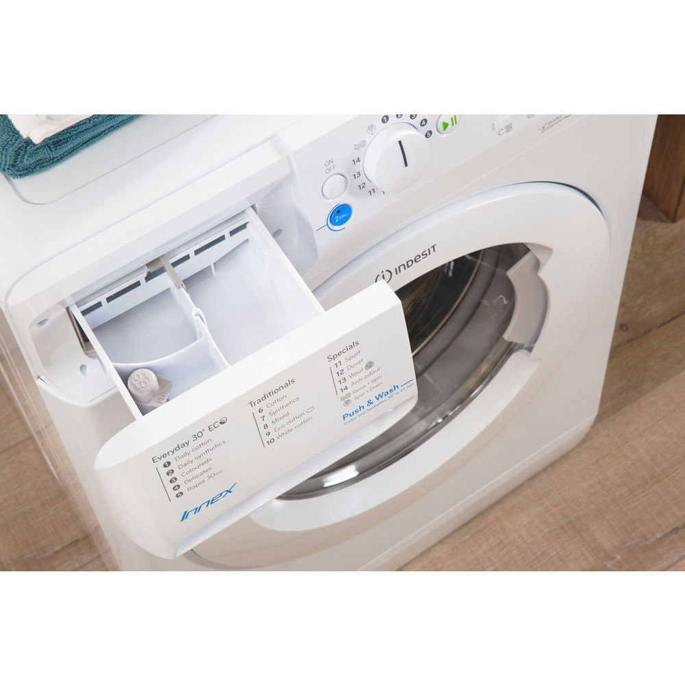 Indesit Innex BWA 81283X W Washing Machine in White