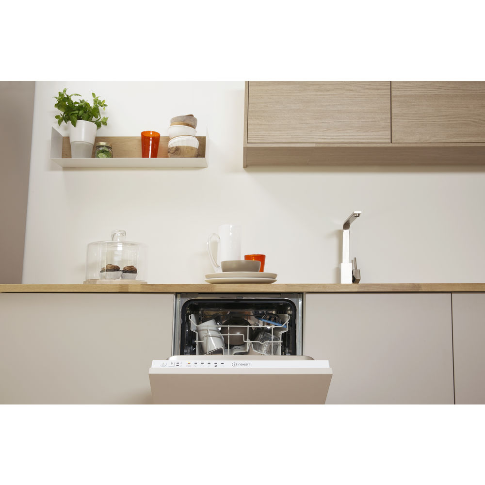 Integrated dishwasher: slim, white colour