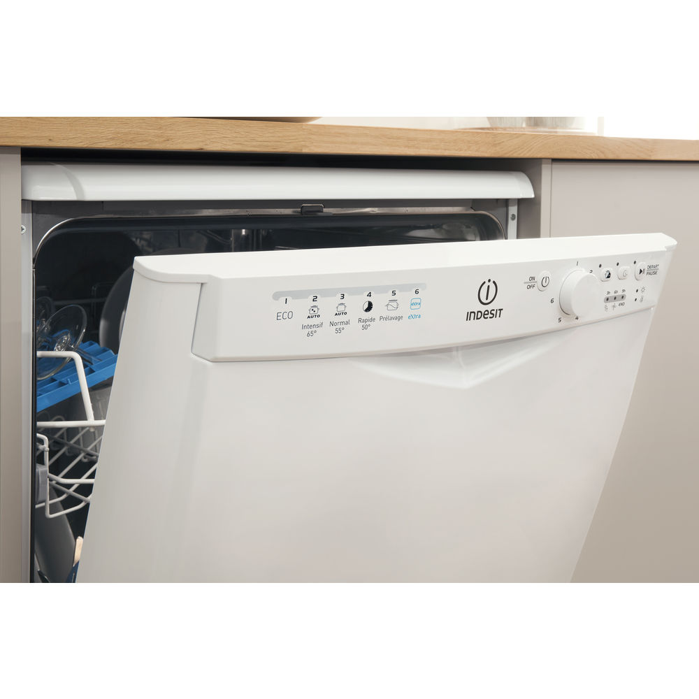 Lavavajillas Indesit: tamaño completo, color blanco