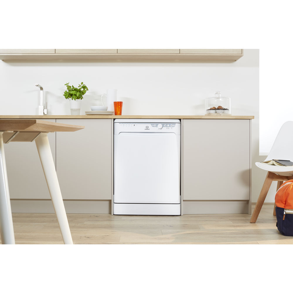 lave vaisselle indesit standard 60cm couleur blanche dfp 27b 96 z. Black Bedroom Furniture Sets. Home Design Ideas
