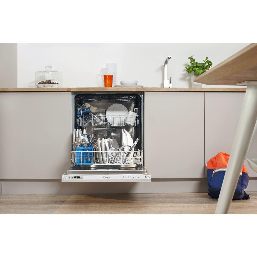 Lave vaisselle indesit standard 60cm couleur blanche for Lave vaisselle faible largeur