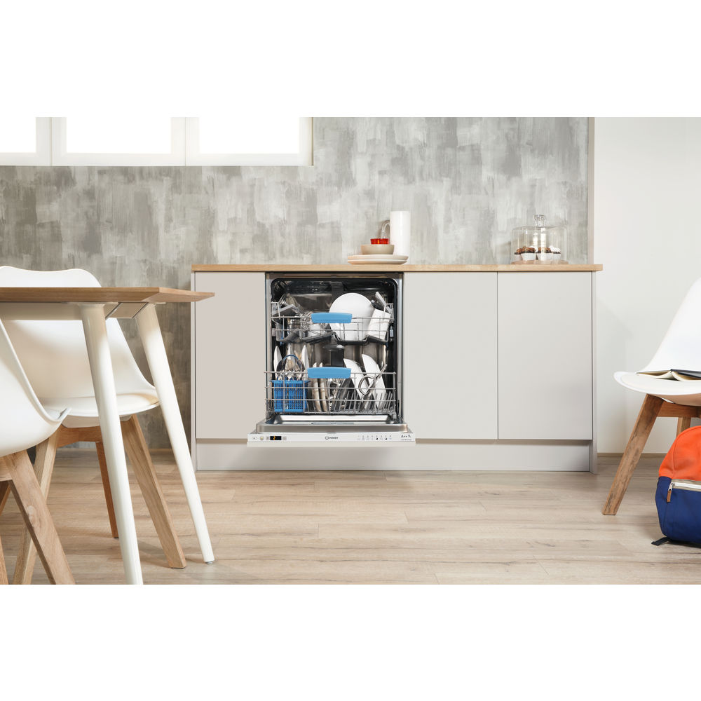 Indesit DIFP 8T96 Z eXtra Baby Care Integrated Dishwasher in White