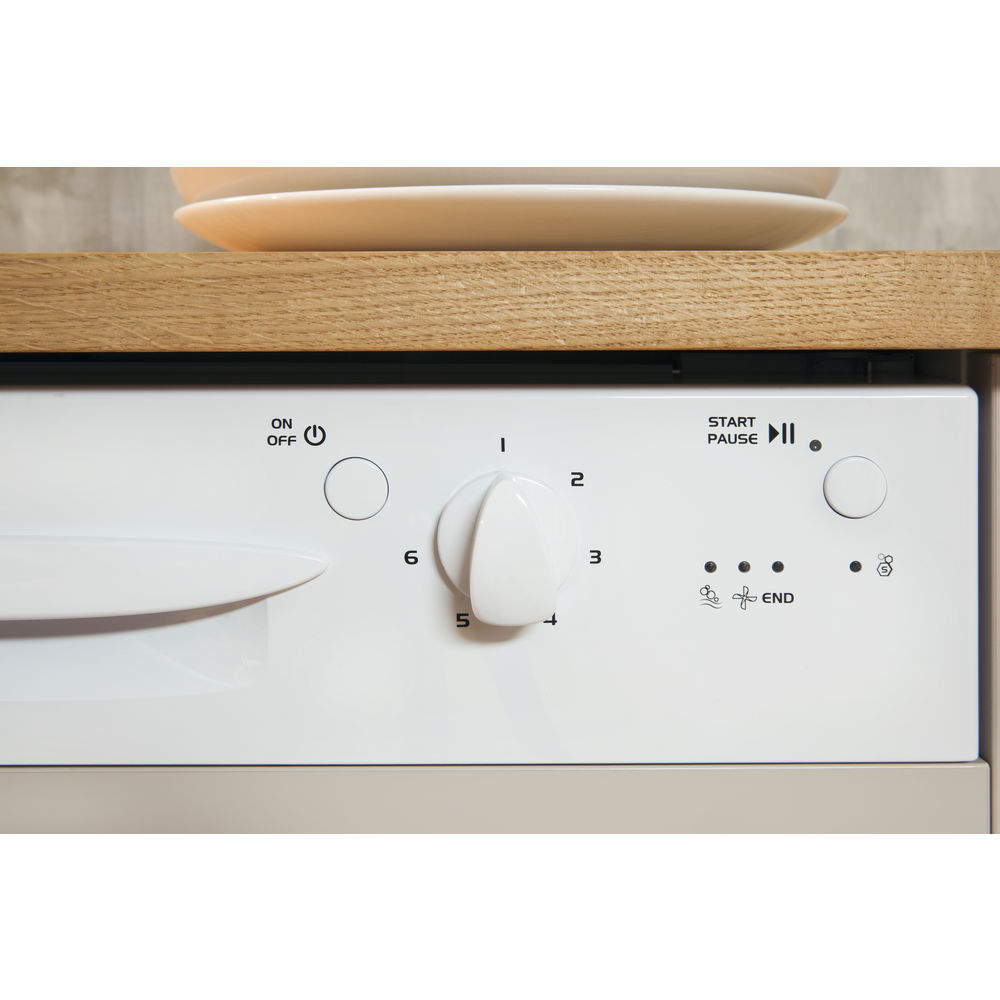 Indesit eXtra Cycle DIFP 28T9 A Integrated Dishwasher in White