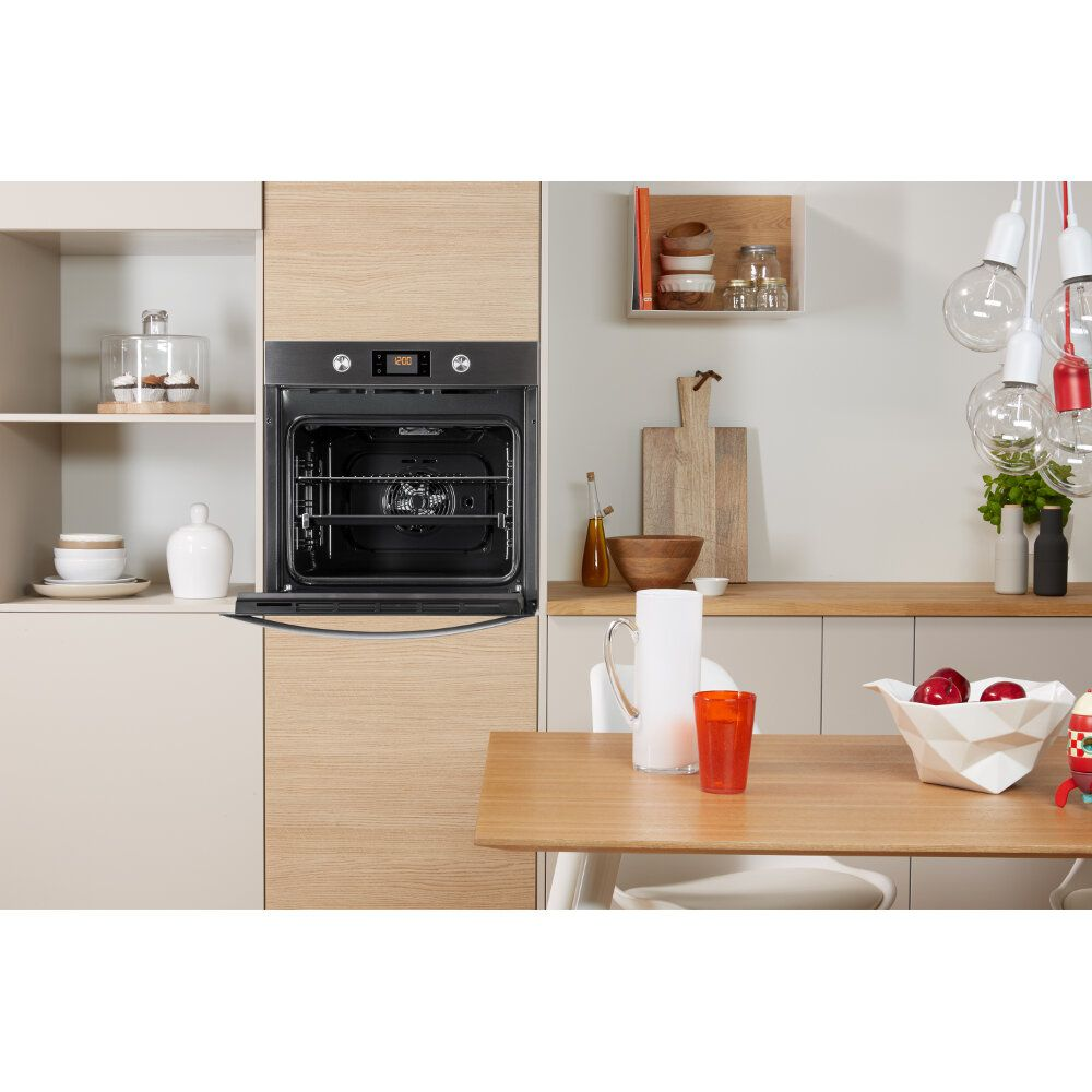 Four encastrable Indesit : couleur inox