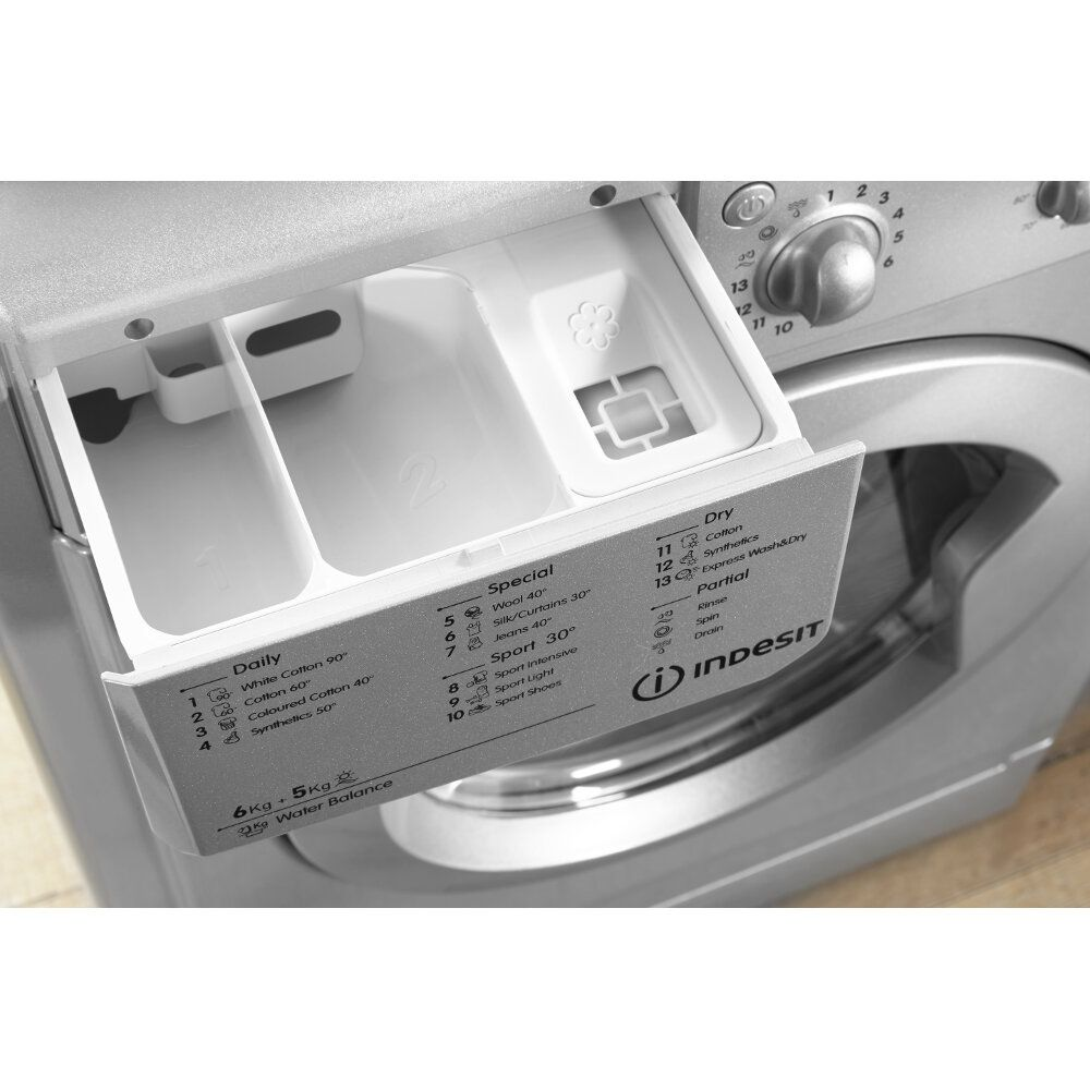 Freestanding washer dryer: 6kg