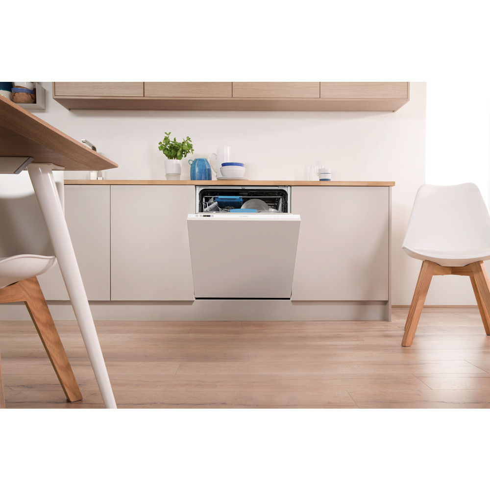 Integrated dishwasher: full size, white colour