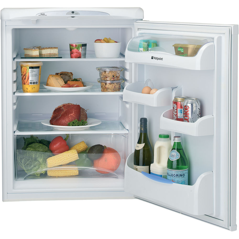 white color: Hotpoint freestanding fridge