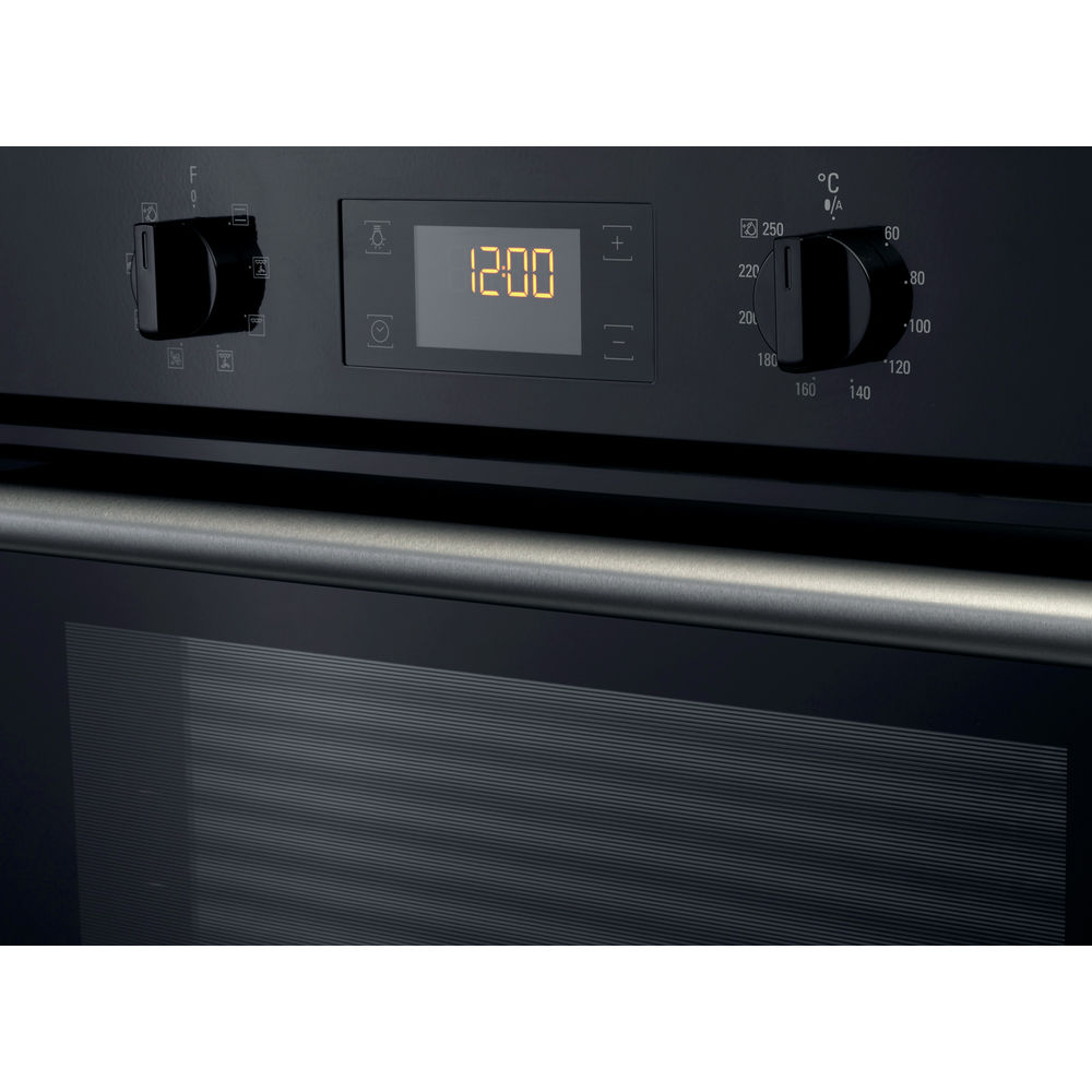 black color: self cleaning, Hotpoint built in electric oven