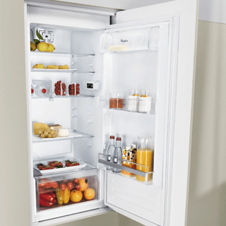 Whirlpool ART 4550/A+ SF.1 Integrated Fridge Freezer 4